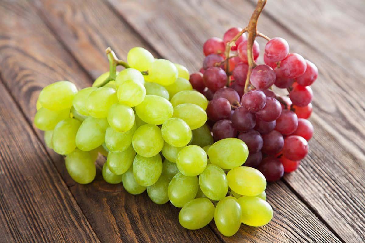 فوائد العنب الاحمر وقيمته الغذائية للجسم والبشرة