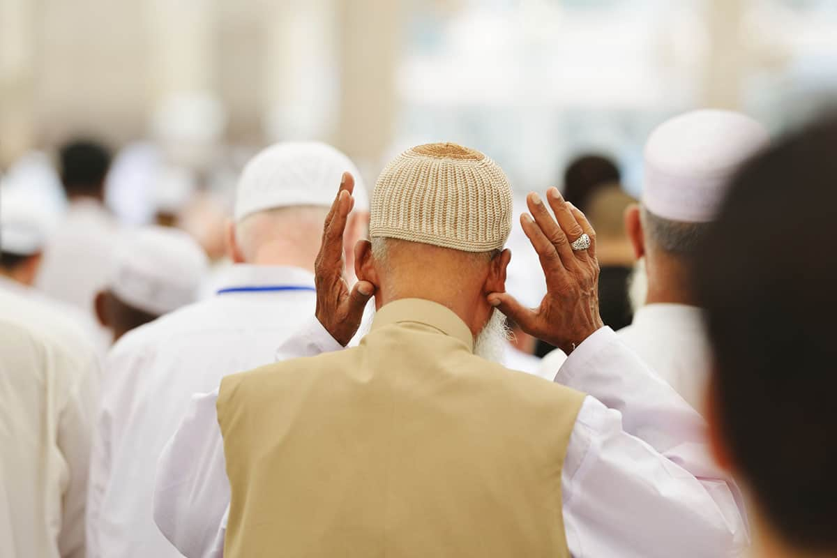 حكم الابتداء بالنافلة إذا أقيمت الصلاة