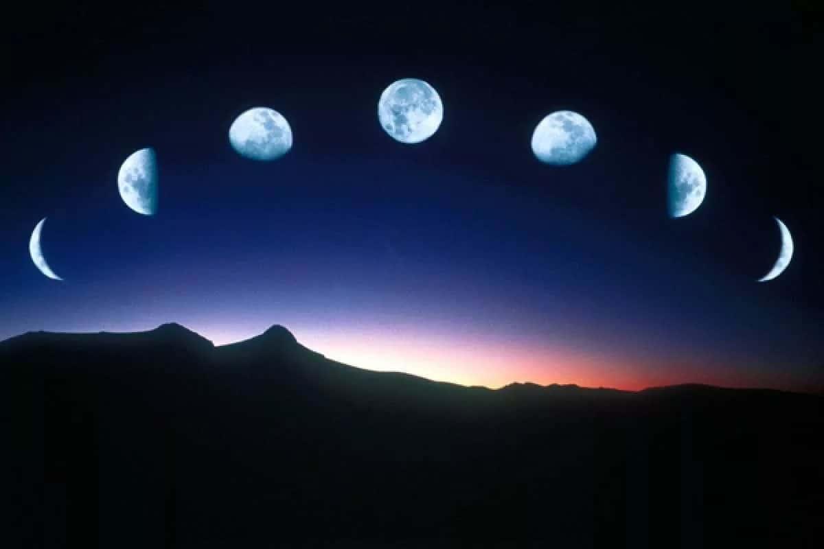 في الفترة التي يتحول فيها القمر من محاق إلى بدر
