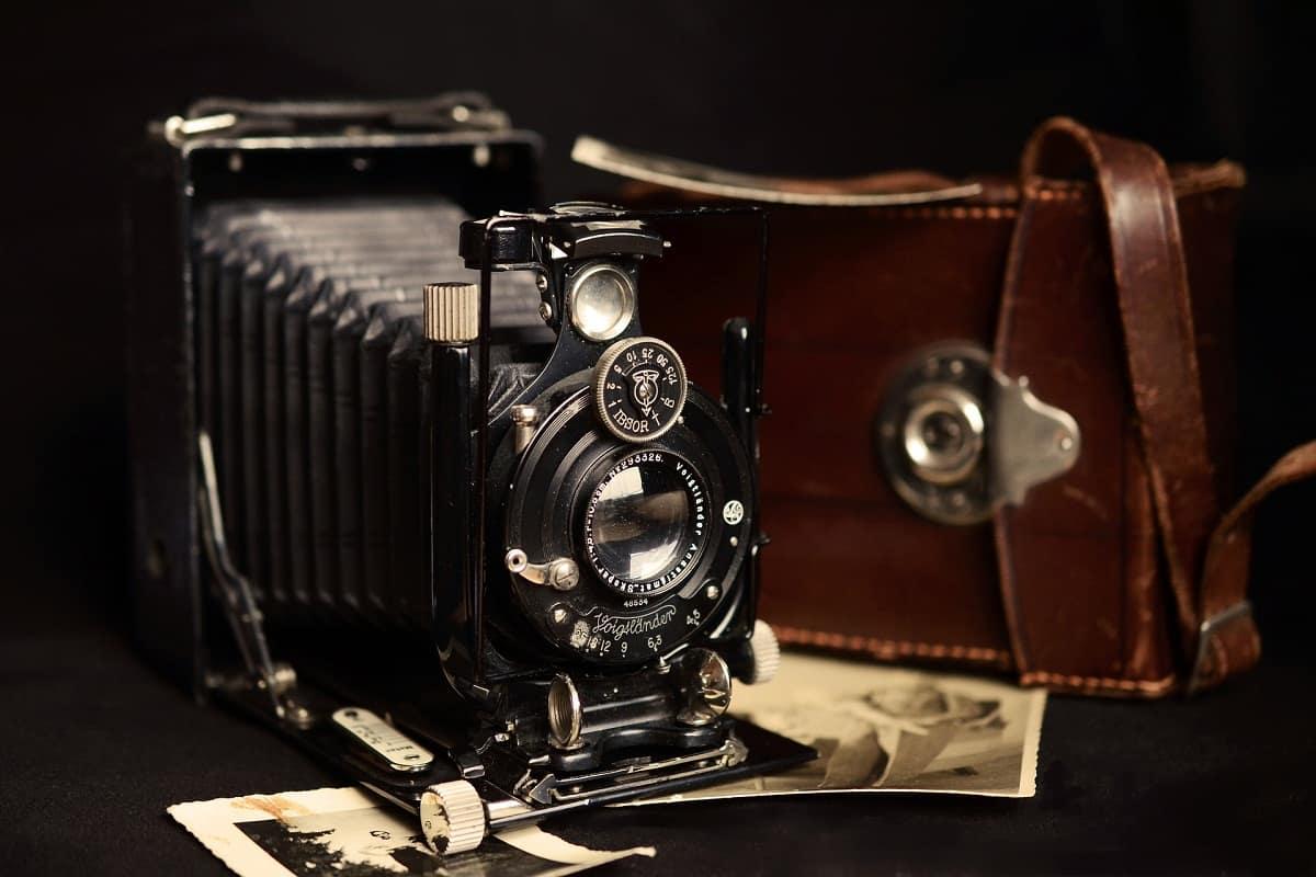 متى اخترعت الكاميرا ومن هو مخترعها