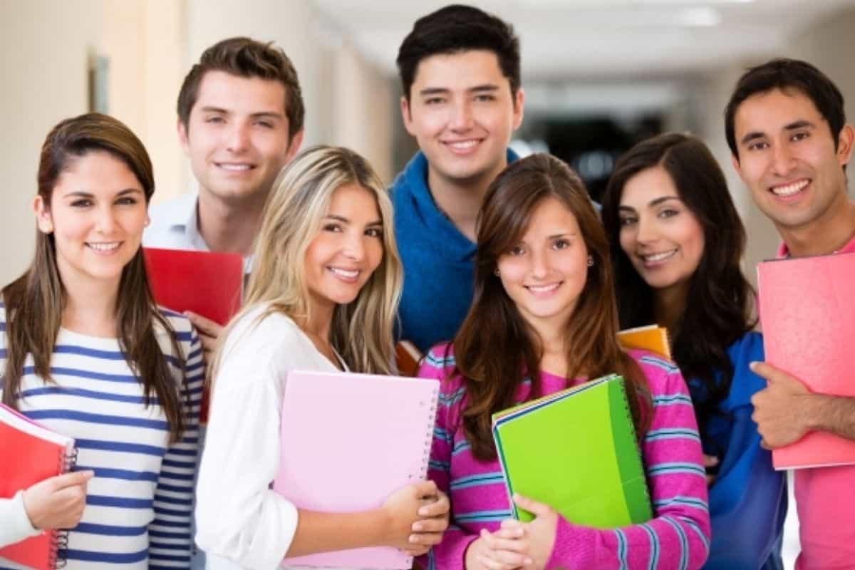 منح دراسية مجانية في الكويت